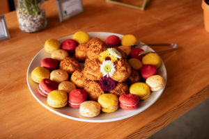 macaroons, macarons, and flowers
