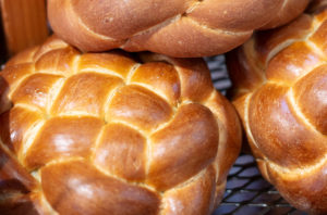 crown challah bread
